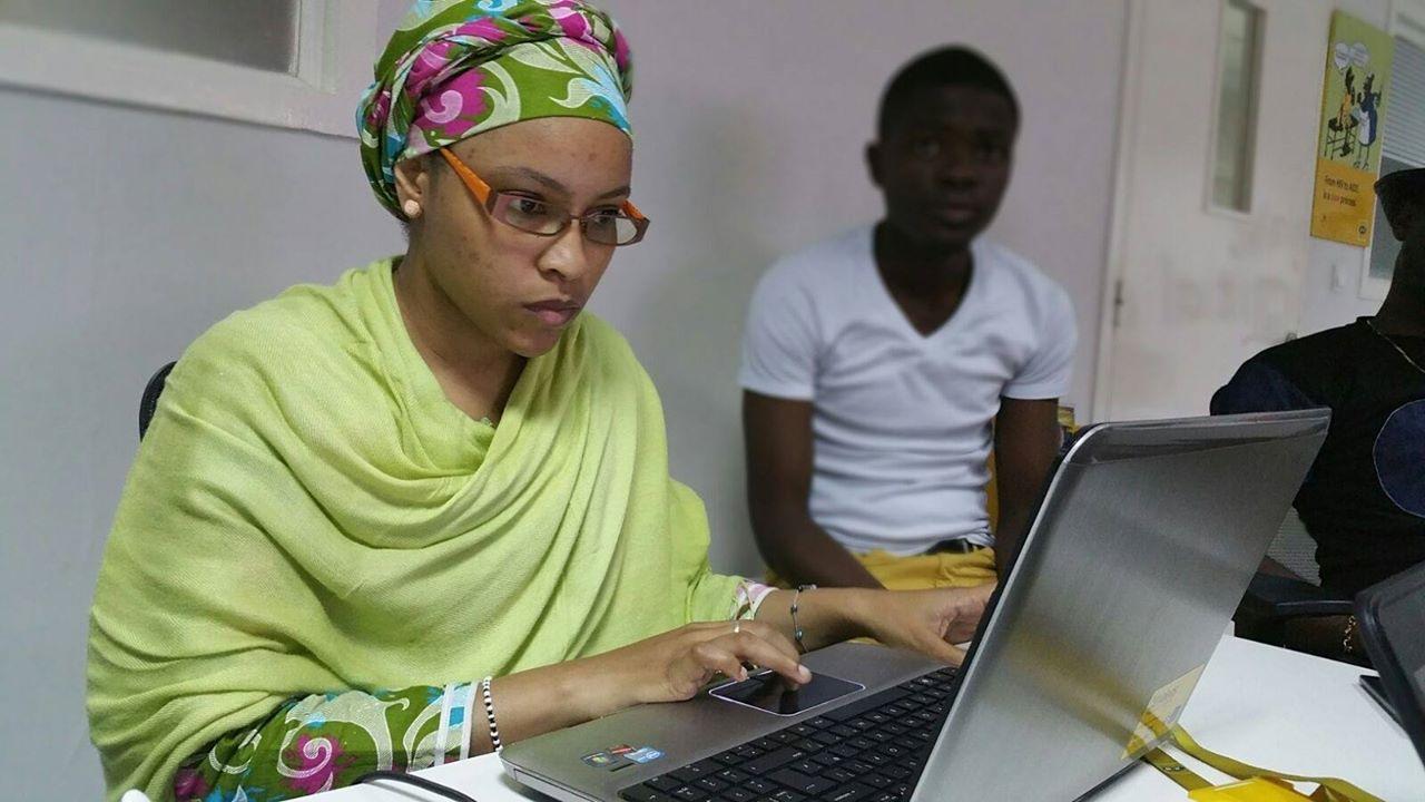 Fadimatou Bello, Freelance en Management des médias sociaux